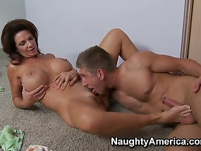 Big breasted mature slut Deauxma is the master of riding