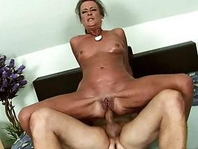Mature Granny porno clips